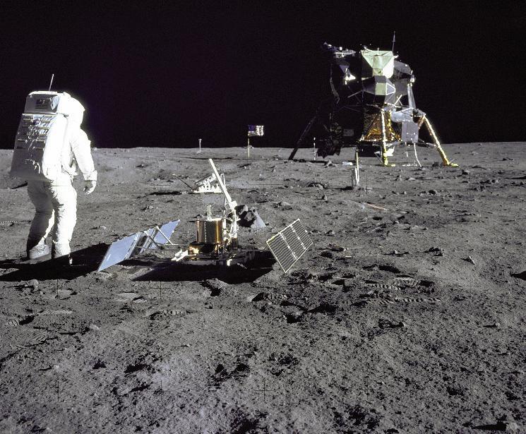 Lune_Apollo_11_Sismometre_Aldrin