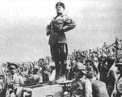 Ita-CV33-Mussolini