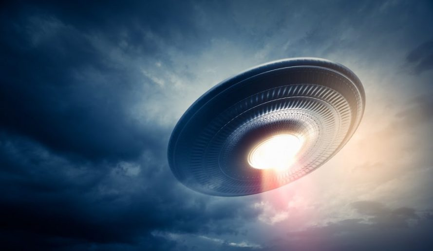 UFO-in-the-sky-Curiosmos