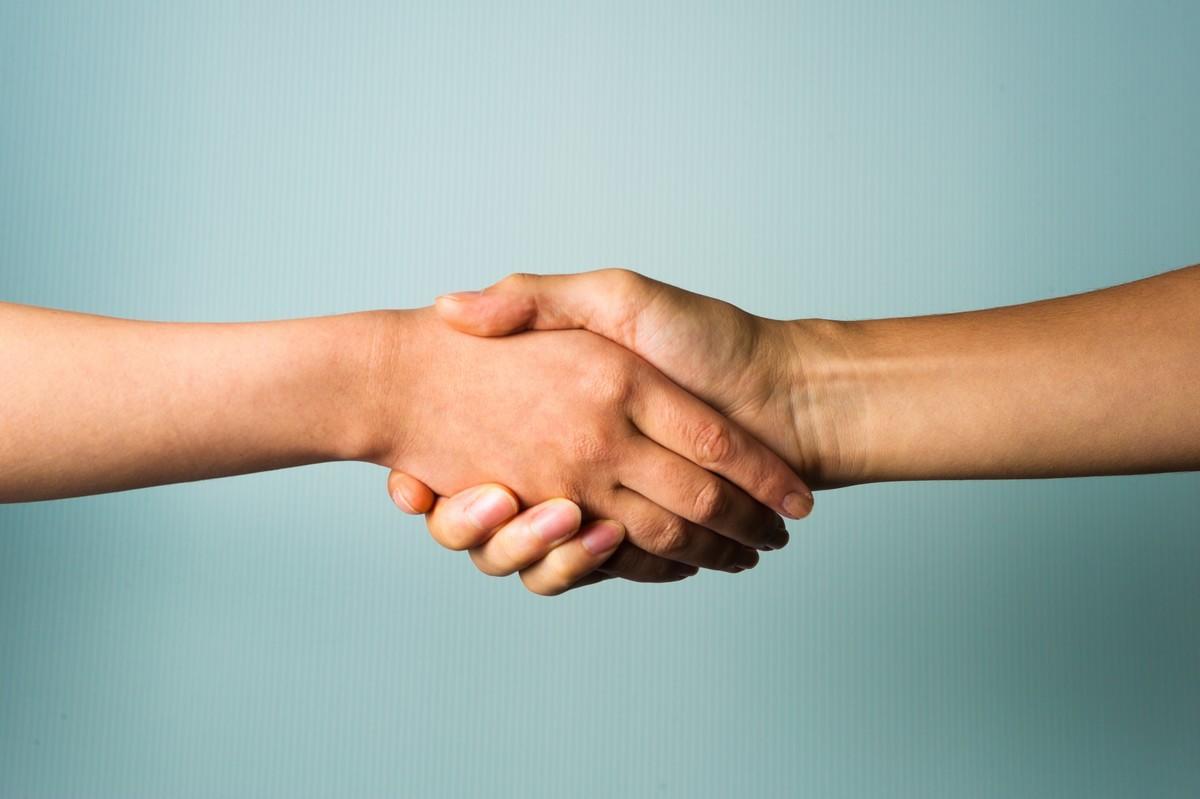 二人の握手