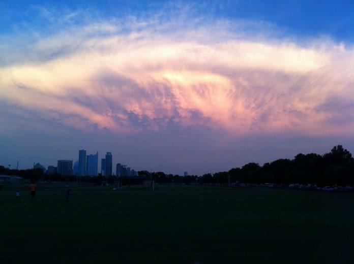 nuage-lenticulaire-vaisseau-mere-696x520